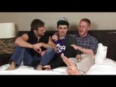 Schwule Studenten beim Dreiersex